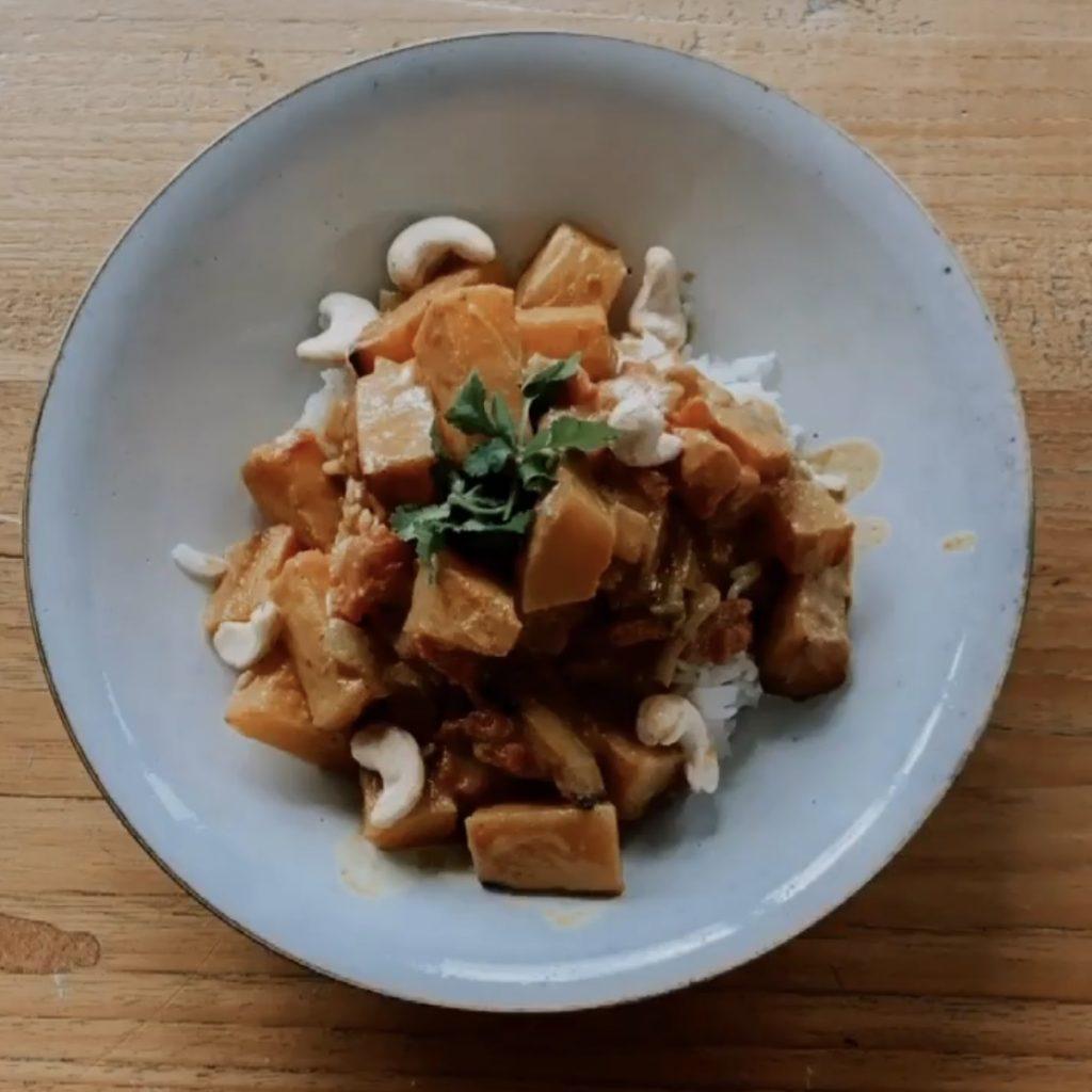 Soulfood Rezepte: Cremiges Curry mit Butternut-Kürbis (vegan)